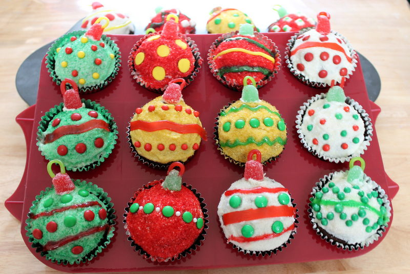 Christmas Decorations Cupcakes Easy : Christmas ornament cupcakes