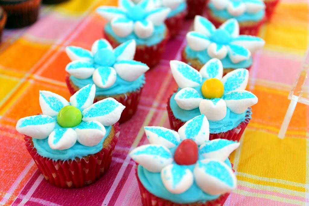 Cupcake Decorating Ideas Using Marshmallows : Duncan Hines Frosting Creations Easter Cupcakes