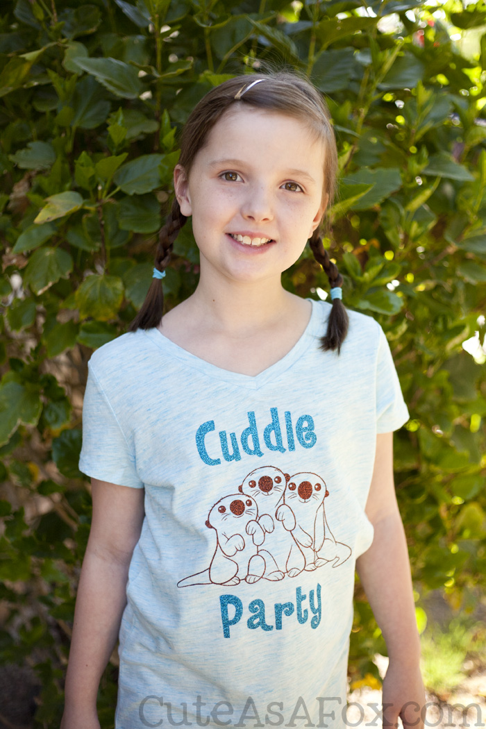 DIY Finding Dory T-shirt. Make your own Cuddle Party shirt featuring the cute otters from Finding Dory.